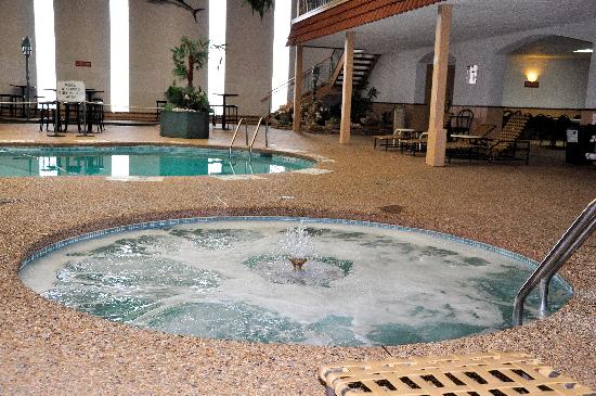 Quality Inn & Suites : The hot tub even has a fountain!!!