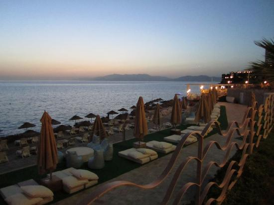 Charisma De Luxe Hotel: sunset from the upper deck area