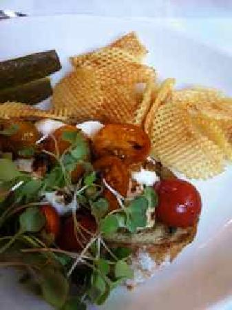 Osgoode Hall Restaurant: Caprese Tartine