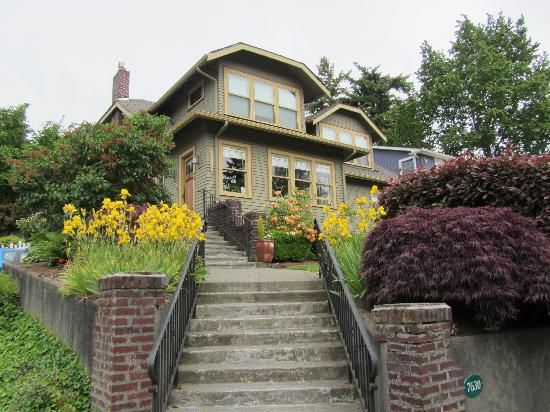 Greenlake Guest House : The B and B