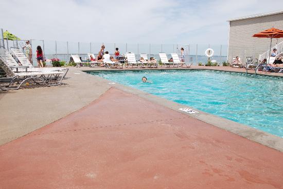 Sea Crest Beach Hotel: Poolside