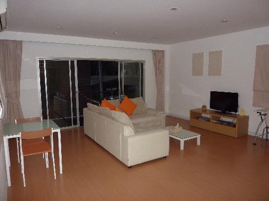 Studio 99 Serviced Apartments: Lounge room