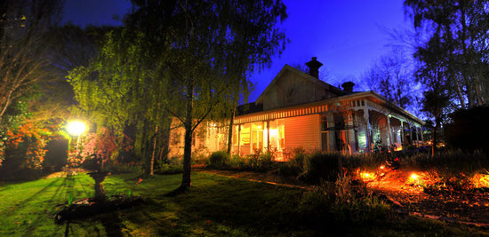 Cobden, Australia: Heytesbury House at night