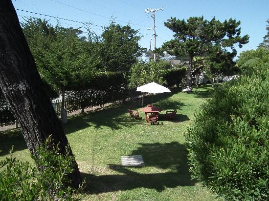 Bide-A-Wee-Inn & Cottages: Hotel Grounds