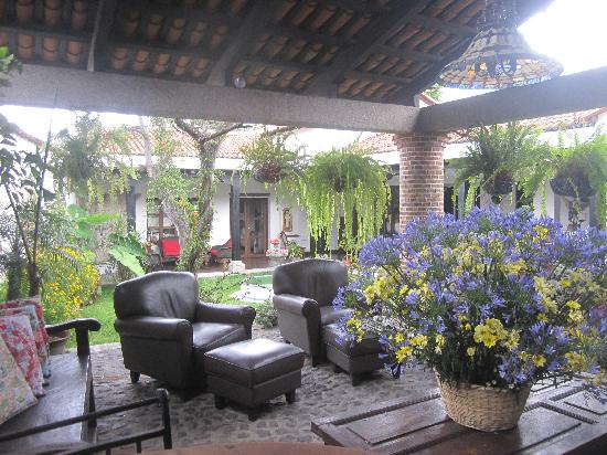 La Casa de Don Pedro : view of the entry foyer and courtyard