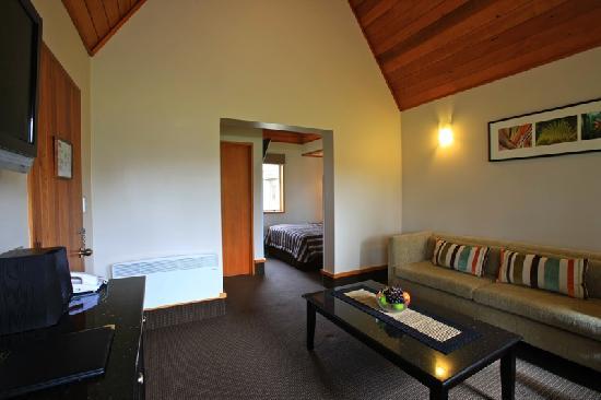 Distinction Te Anau Hotel and Villas: Garden View Villa Room