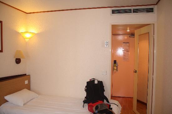 Campanile Nice - Aéroport : Hotel room