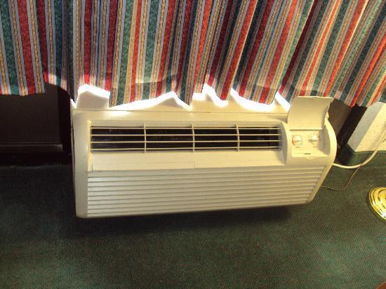 Super 8 Jessup/Baltimore Area: Air conditioner