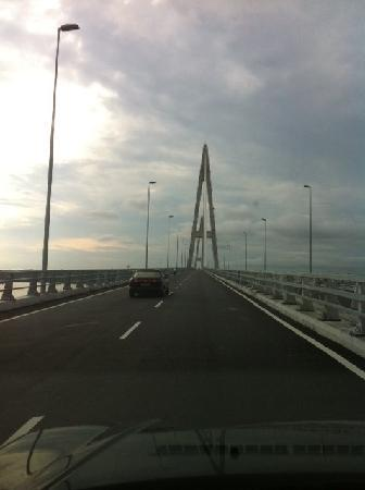 Sebana Cove Golf Resort: New bridge to Sebana Cove