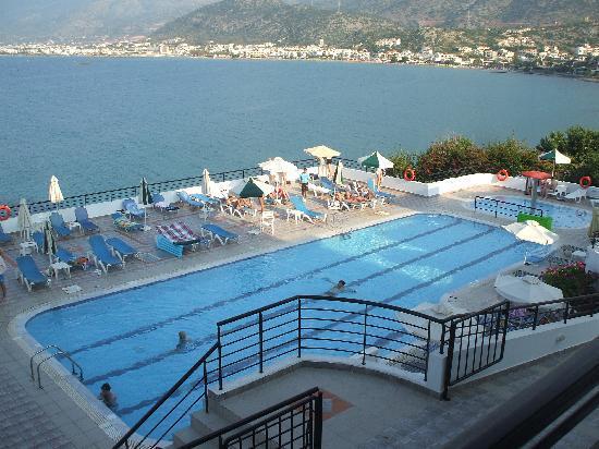 Horizon Beach Hotel: view to the pool