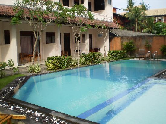 Pesona Beach Inn: Nice pool.