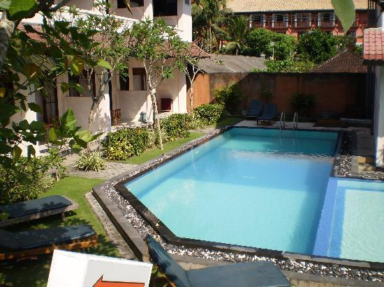 Pesona Beach Inn: Pool