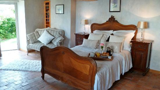Maison Yvonne : The spacious bedroom