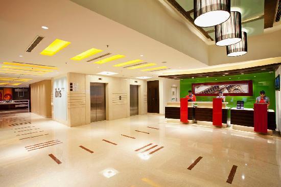 Ibis Mumbai Airport: Lobby