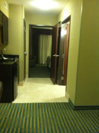 Holiday Inn Columbia East : spacious King suite with a full door to separate room from living area