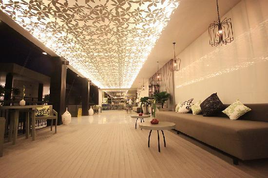 Cher Resort: Lobby, leaf like ceiling