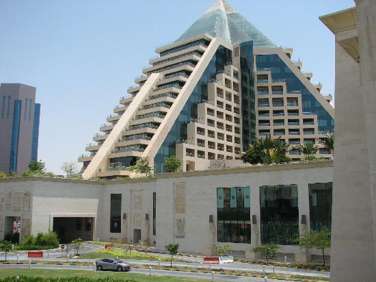 Raffles Dubai : Look for the Pyramid when arriving by car