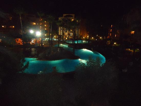 Protur Bonaire Aparthotel: the pool at night