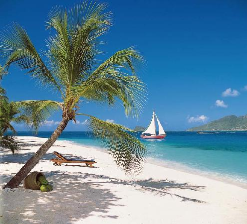 St. Vincent and the Grenadines: Beach at Palm Island