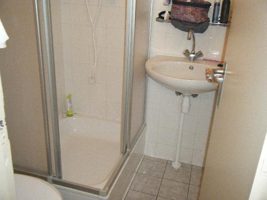Doria Hotel Amsterdam: The en-suite bathroom