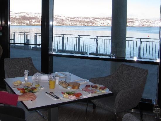 Thon Hotel Kirkenes: Breakfast at Kirkenes Thun hotel