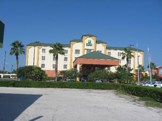 Holiday Inn Express Cocoa Beach: Exterior