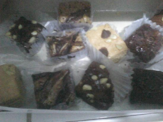Conti's Bakeshop and Restaurant, Trinoma : assorted mini brownies i ordered so I can taste everything
