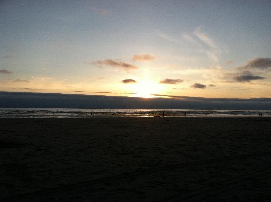 آب تايد أوشنفرونت ريزورت: the sunset from the room