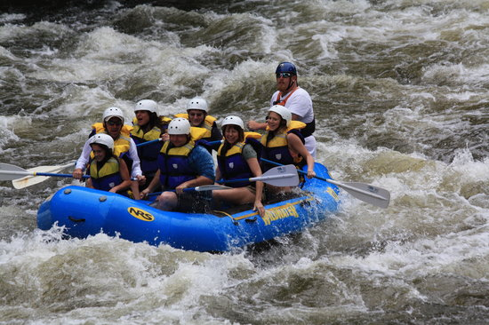 Wildwater Rafting - Pigeon : Family pic with Travis