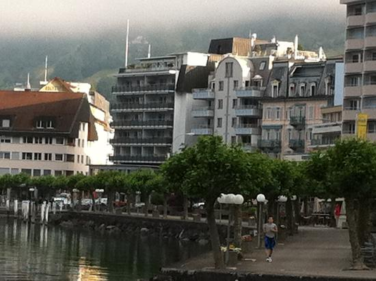 Brunnen, Suiza: View of lakefront with Hotel Schmid