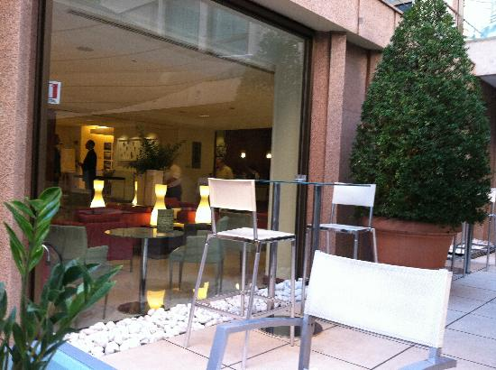 Le Meridien Visconti Rome : Main floor bar