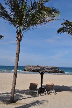 Fusion Maia Da Nang: Beach right in front of the hotel