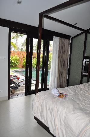 Fusion Maia Da Nang: pool right outside bed