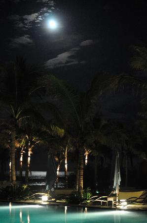 Fusion Maia Da Nang: moonlight, beach, pool - what more do you want?