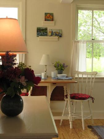 The Broad Meadow Bed & Breakfast: The Breakfast Table