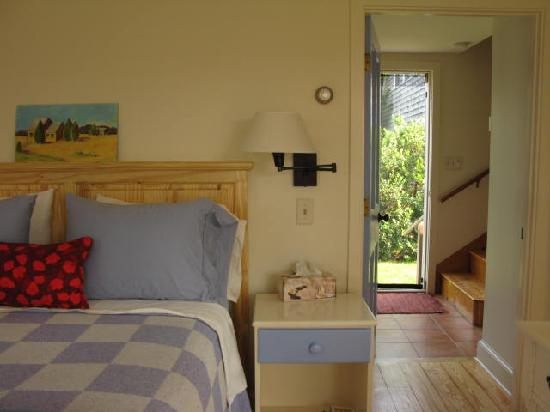 The Broad Meadow Bed & Breakfast: Looking through the room