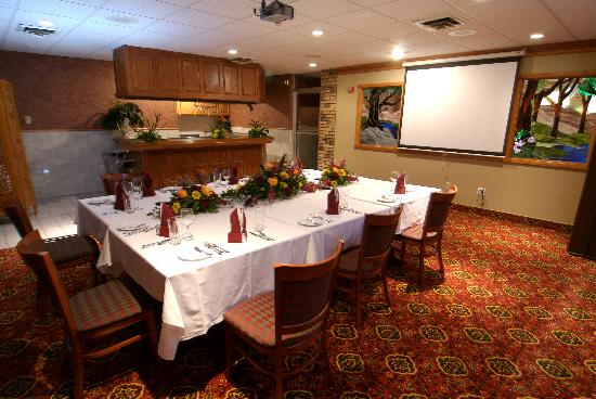 Ramada Saginaw Hotel and Suites: boardroom meetings with attention to detail