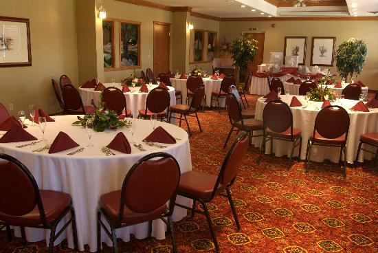 Ramada Saginaw Hotel and Suites: catered events with delicious and affordable menus