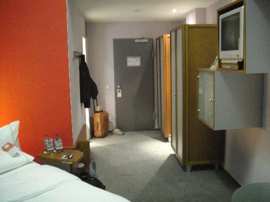 Sheraton Hannover Pelikan Hotel: Spacious room
