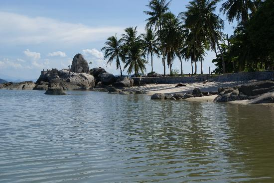 Centara Villas Samui : View along beach
