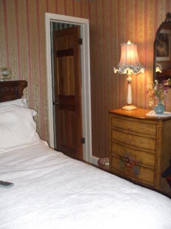 Bedford Inn: comfy bedroom