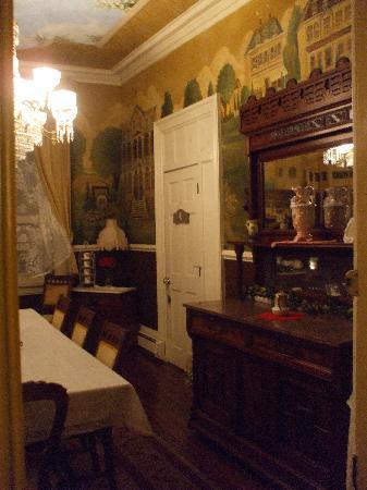 Bedford Inn: beautiful dining room