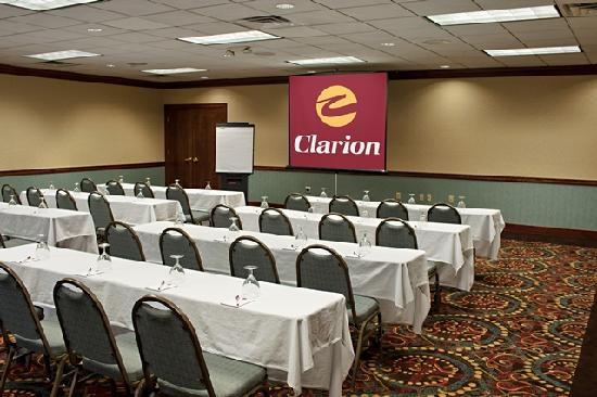 Clarion Highlander Hotel and Conference Center: Newly Remodeled Gold Meeting Room