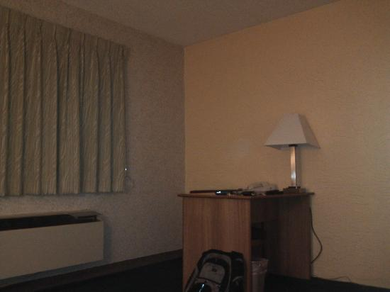 Motel 6 Prospect Heights IL: Computer desk
