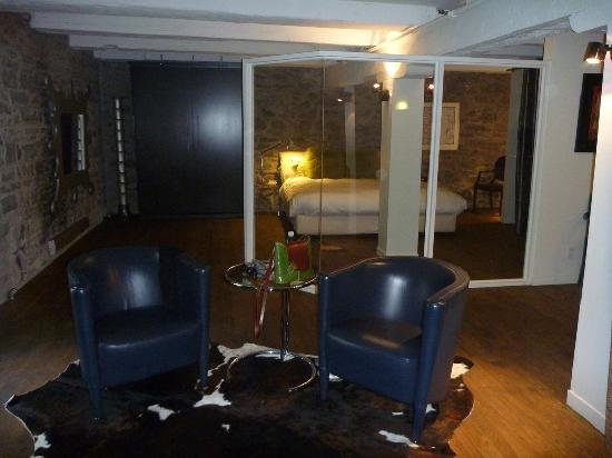 Hotel Le Priori: Open, spacious room