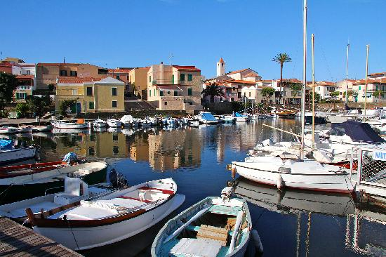 Stintino, Italy: Town and harbor view