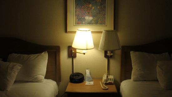 BEST WESTERN Inn: The lamp is broken - not working