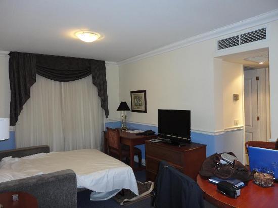 Regency Suites Hotel-Montevideo: Sillón cama de plaza y media