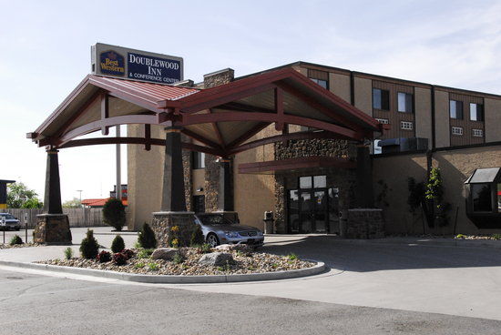 Baymont Inn & Suites Fargo: Hotel entrance