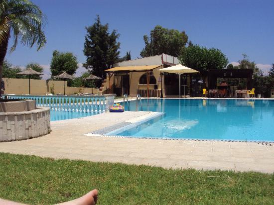 โรงแรมอาชูซาอพาร์ตเมนท์: pool to ourselves most days heaven in my eyes as i hat crowded pools